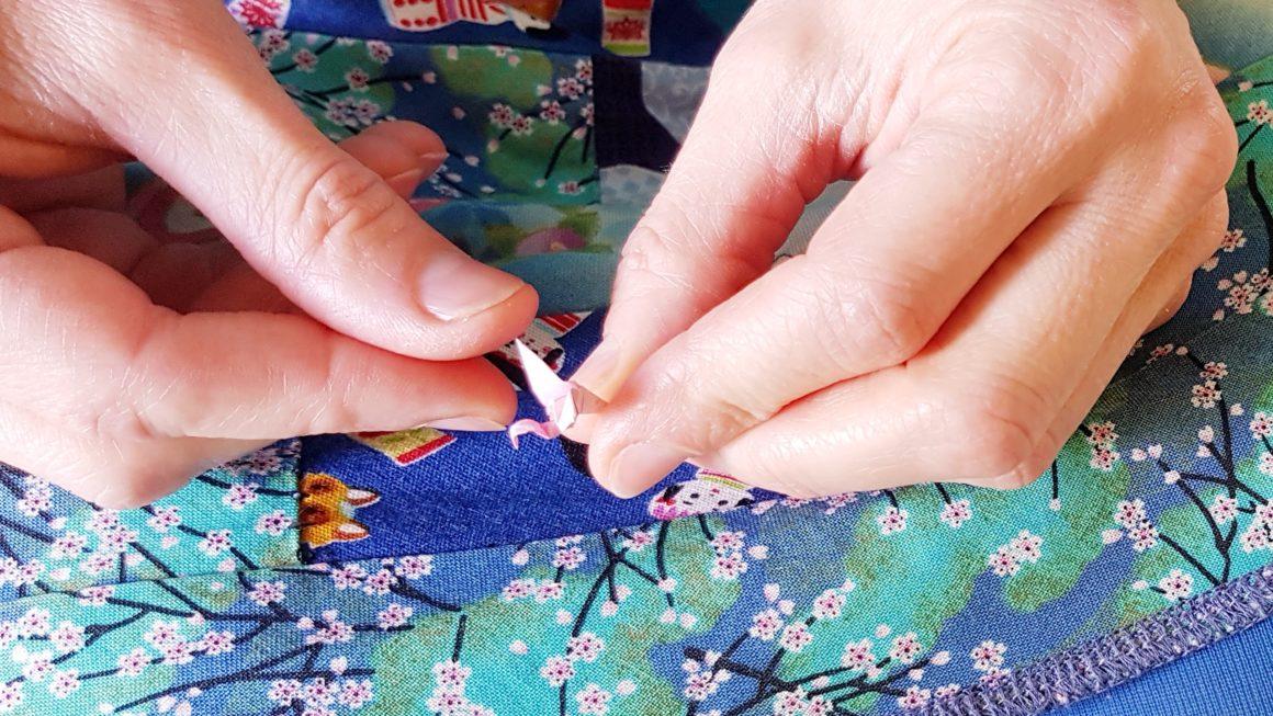 pliage d'origami miniature : flamant rose