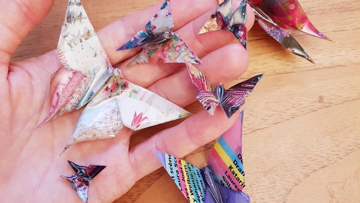 Recyclage et pliage de papiers en papillons