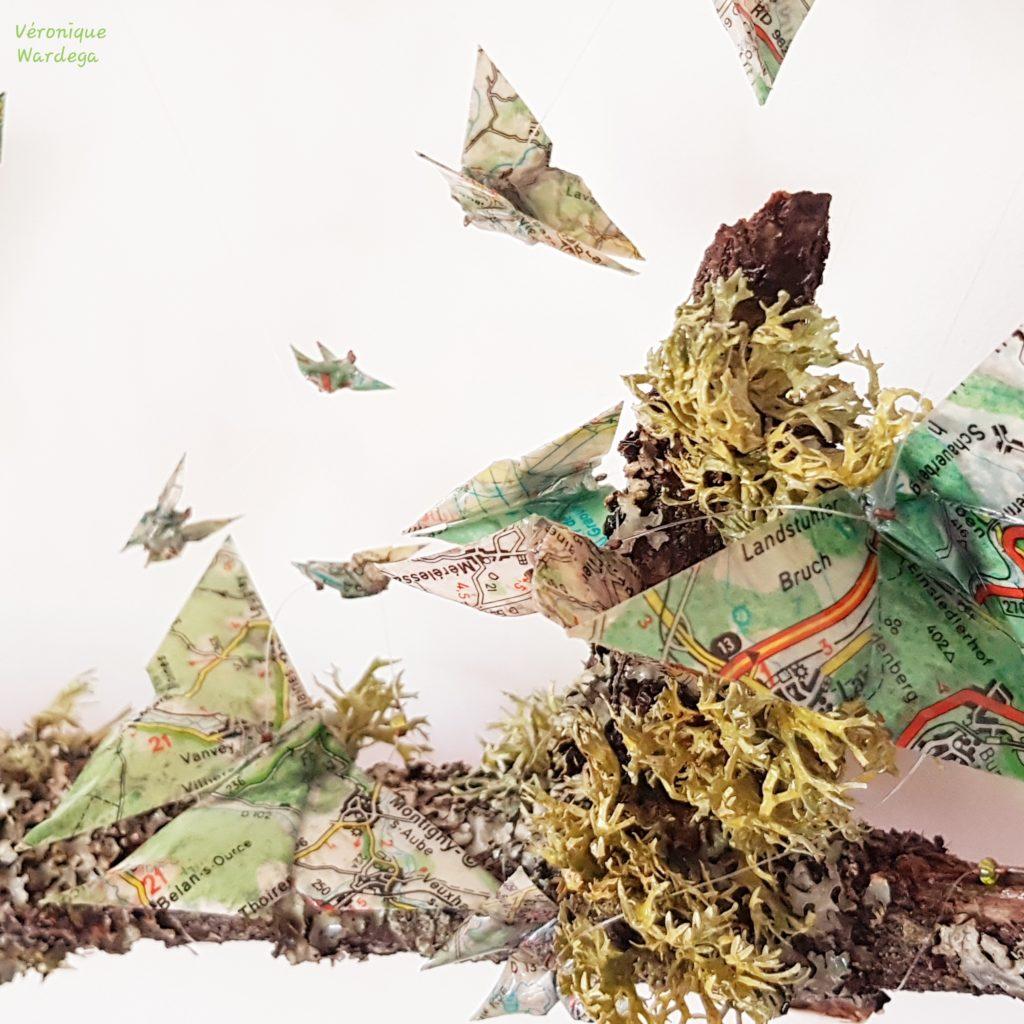 Origami à partir de papiers recyclés. Papillons en cartes routières. Véronique Wardega, origamiste